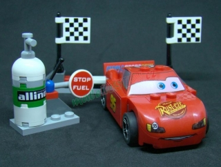 Lego auto - Cars - Blesk McQueen Pit Stop